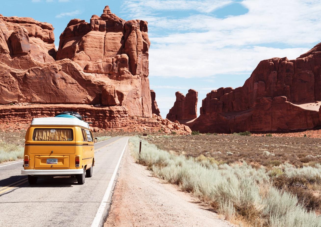 Road trip en mini van pendant un voyage aux Etats-Unis